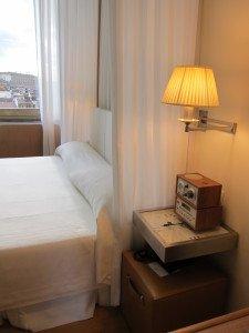 酒店採用了五十年代意大利時裝及電影界的一些懷舊元素,因此整體走retro但不失現代簡約的路線。