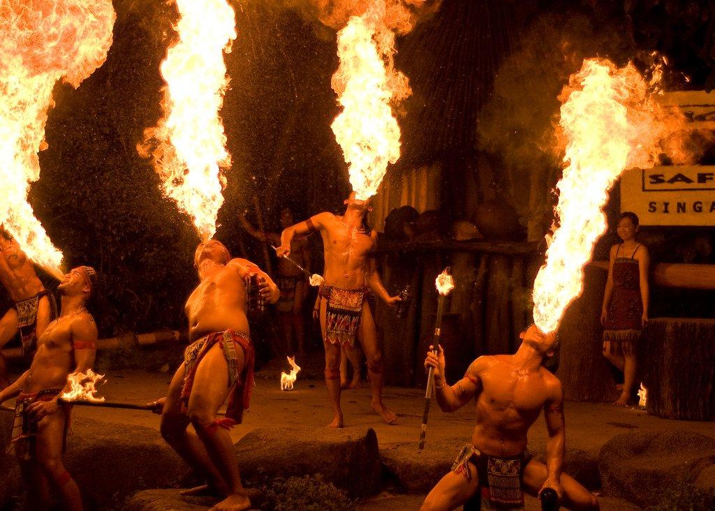 土著噴火show