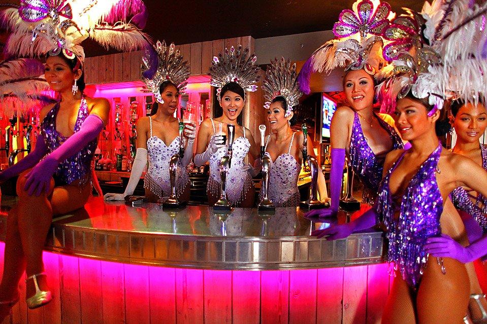 泰國著名的特產人妖Ladyboy,當地到處是人妖show