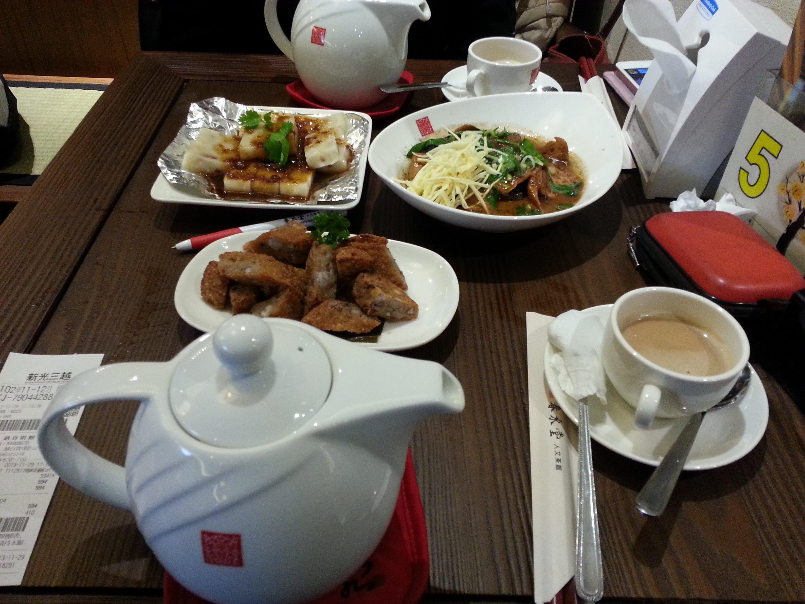連鎖店「春水堂」茶壺珍珠奶茶。