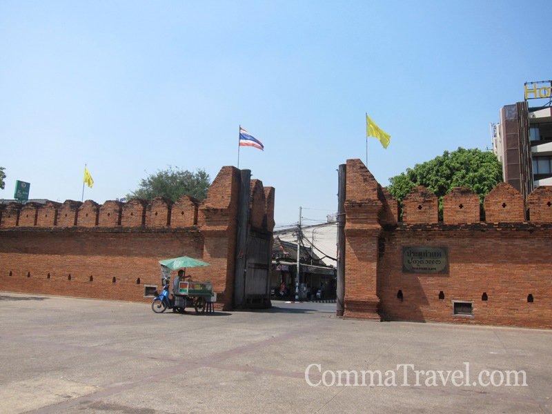 清邁地標,古城塔佩門(Thapae Gate)。