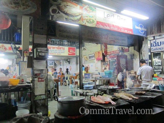 這家Lonely Planet推薦的燒魚店,位於塔佩門旁的The Coffee Club旁的小巷內,燒魚有原始的鮮甜,加上辣汁,十分惹味。