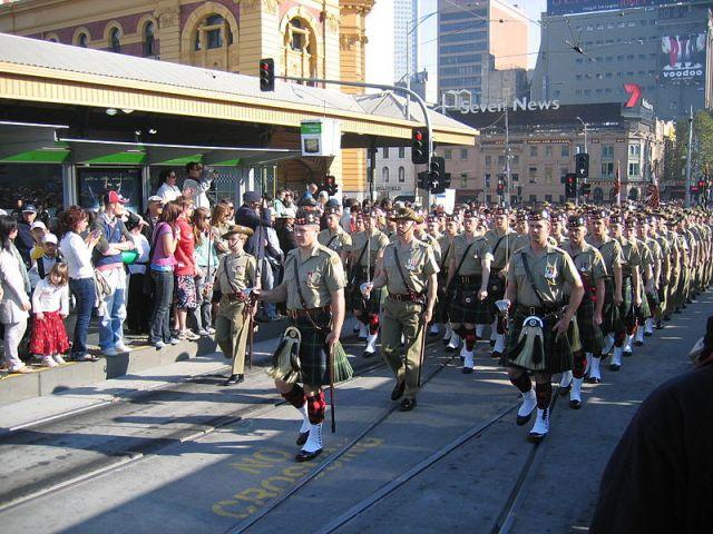 澳洲各大小鎮會有巡遊儀式。