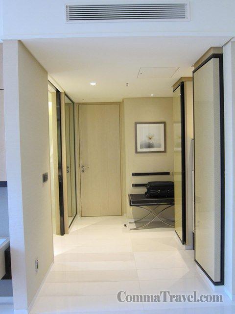 房間另一邊是衣帽間及浴室。
