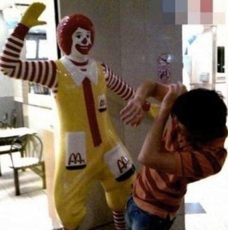 原來唔只我覺得麥當勞叔叔生得詭異……