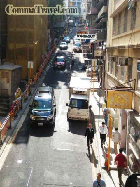 傾斜的街道,司機駕車功力令人讚嘆,尤其上斜坡時。