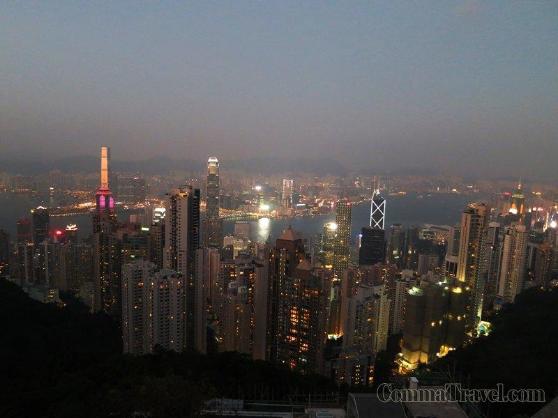 山頂夜景,今年已看了N次,每次有朋友來港,也例必上來。溫度會較低,須帶外套。