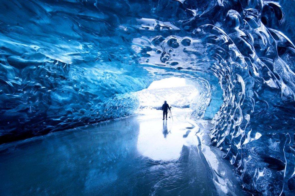 20131026Glacier-caves
